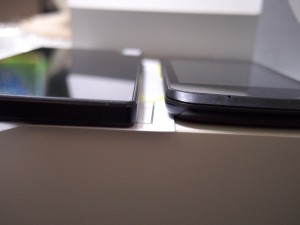 フリーテル SAMURAI 雅(miyabi)とPolaroid piguの厚さ比較
