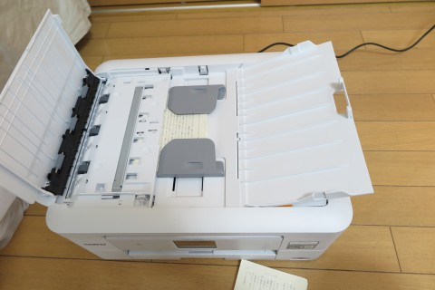 DCP-J963NのADFに文庫本をセット