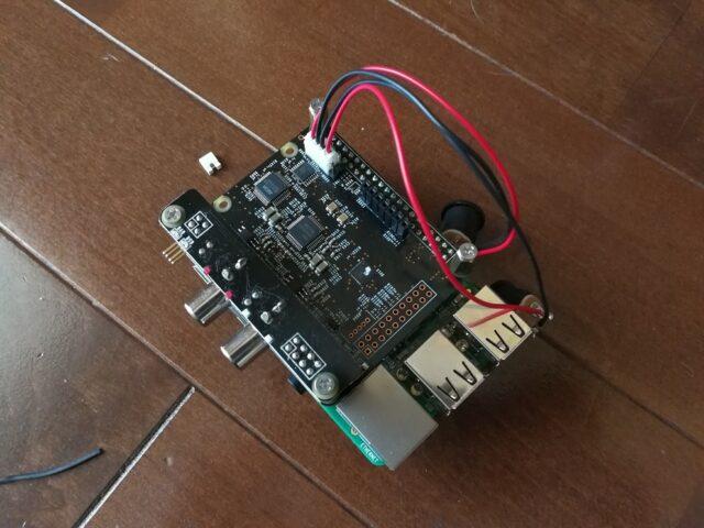 付属の電源ケーブルを接続したTerra-Berry 2 DAC