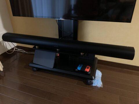 Sonos Arcをテレビの壁寄せ台に置いたところ